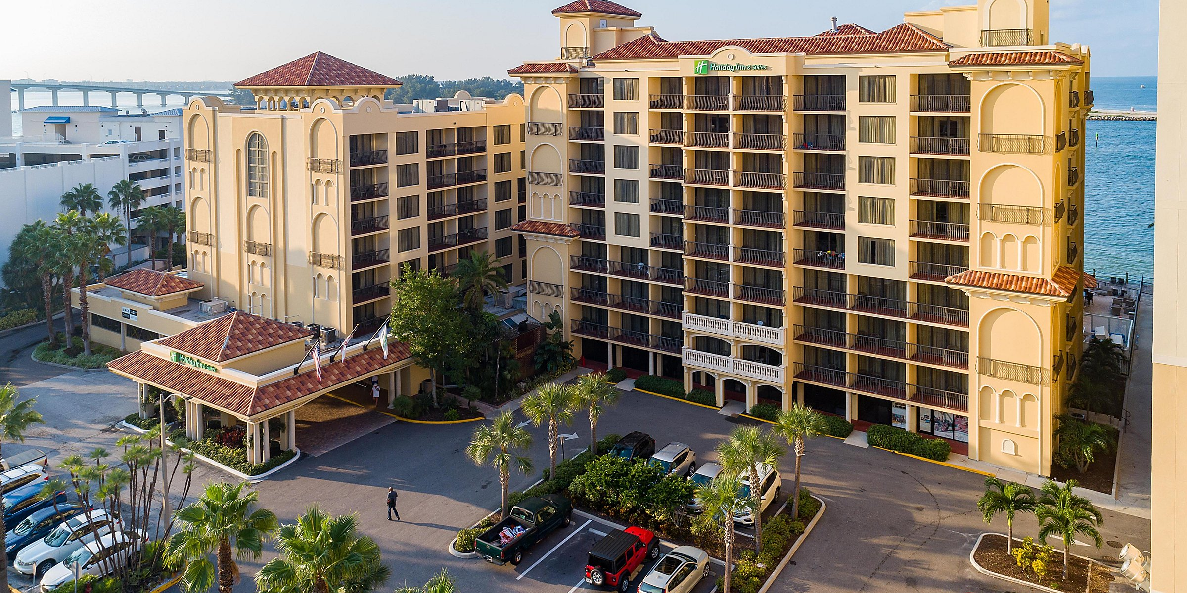 holiday-inn-hotel-and-suites-clearwater-beach